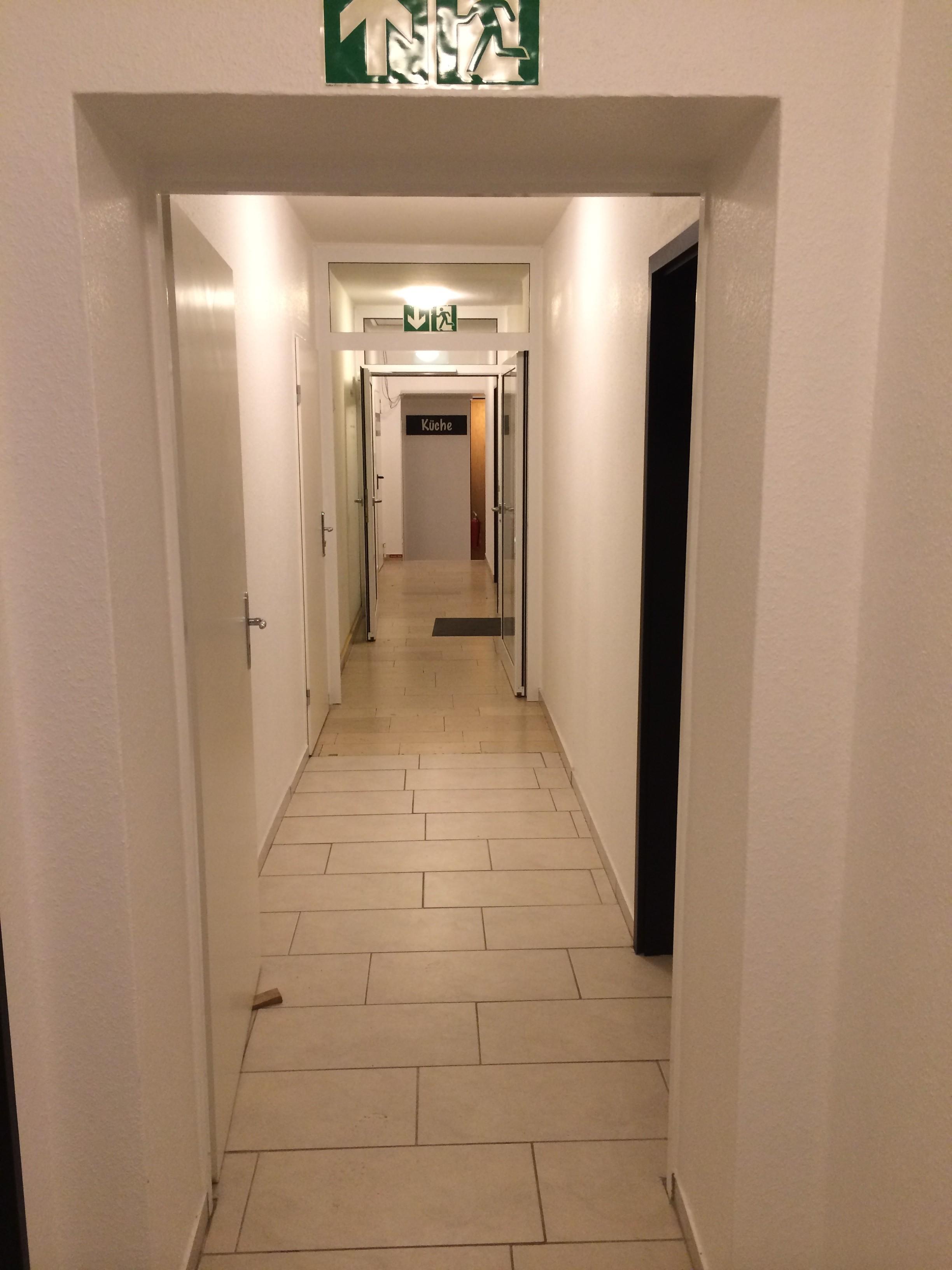 flurlicht im treppenhaus erh ht sicherheit f r g stehotel pension appartement haus. Black Bedroom Furniture Sets. Home Design Ideas