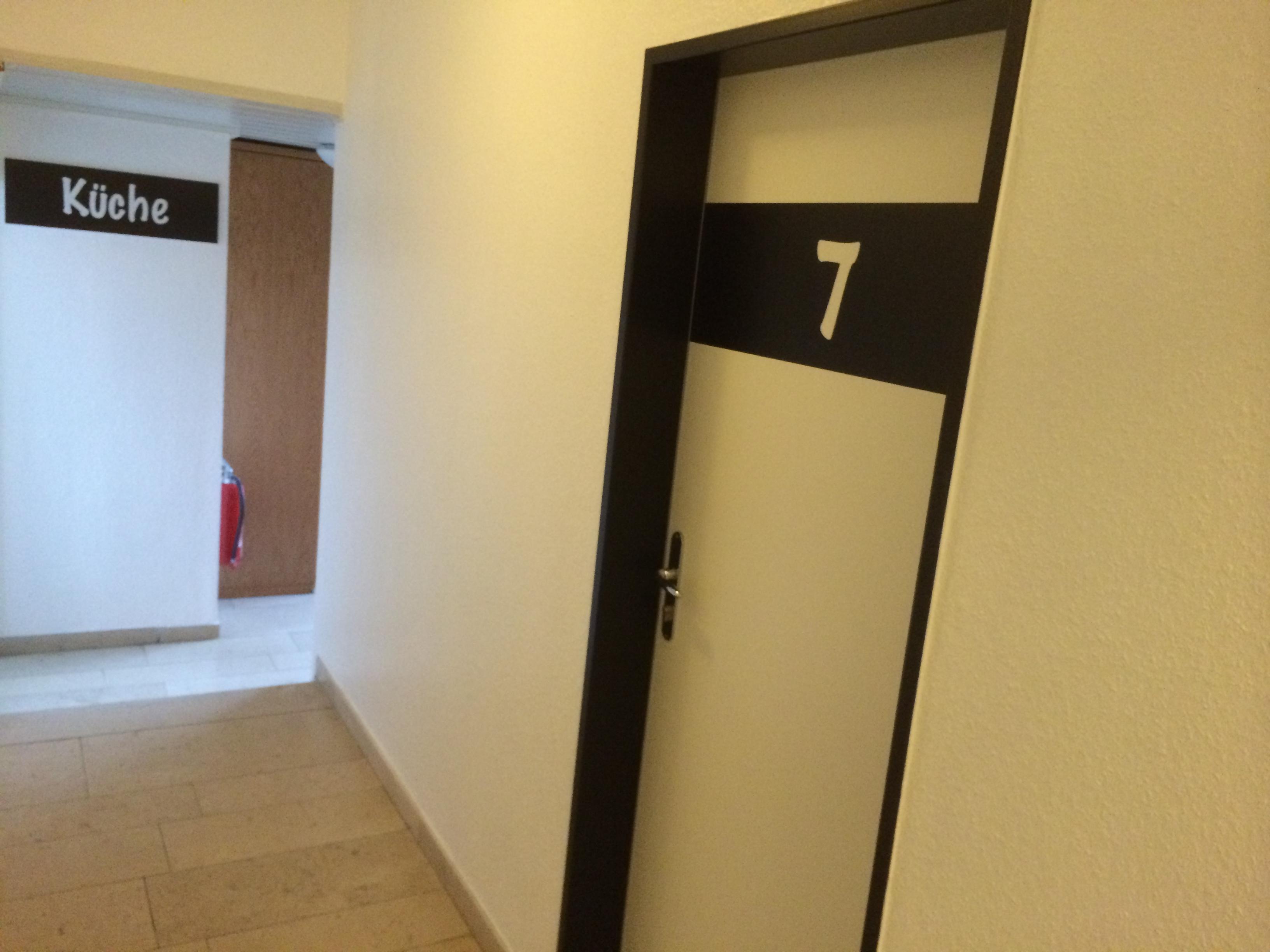 flurmodernisierung des hotels mit led t rschildern ist abgeschlossen hotel pension. Black Bedroom Furniture Sets. Home Design Ideas