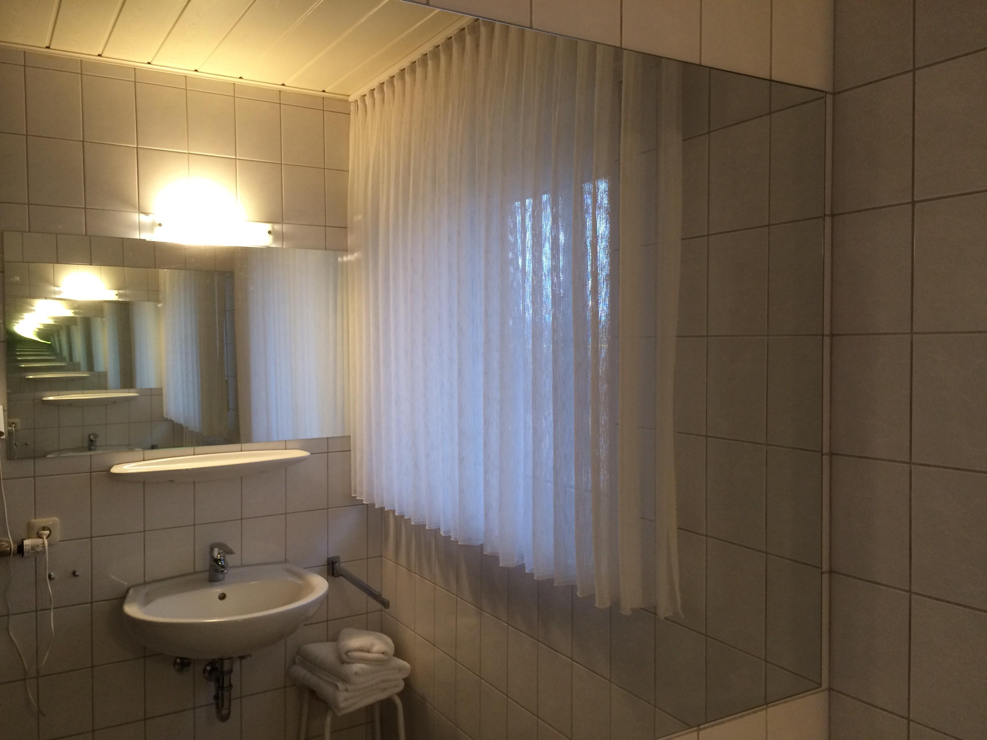Spiegel im Badezimmer vom Hotel und Appartement Haus Stallmeister in Lippstadt