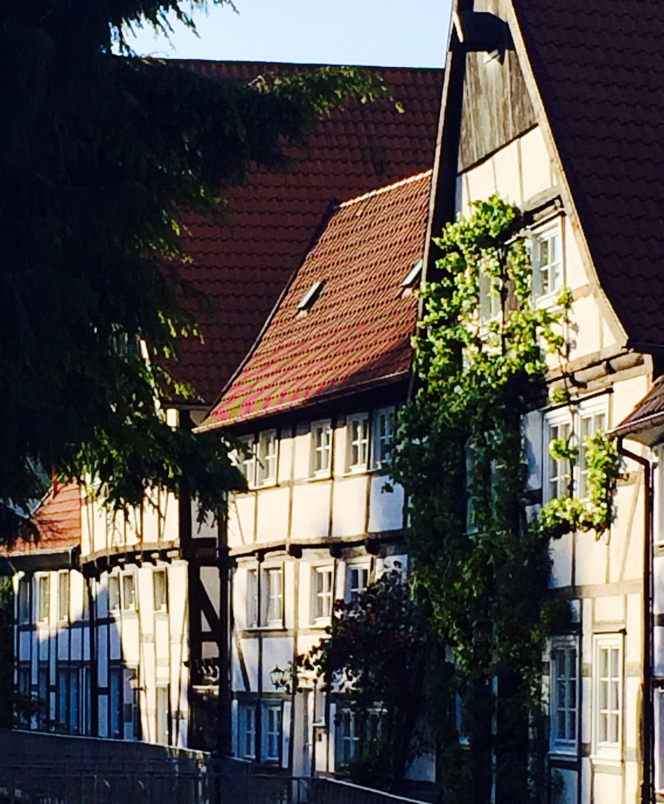 Alte krumme Fachwerkhäuser in der Altstadt von Soest