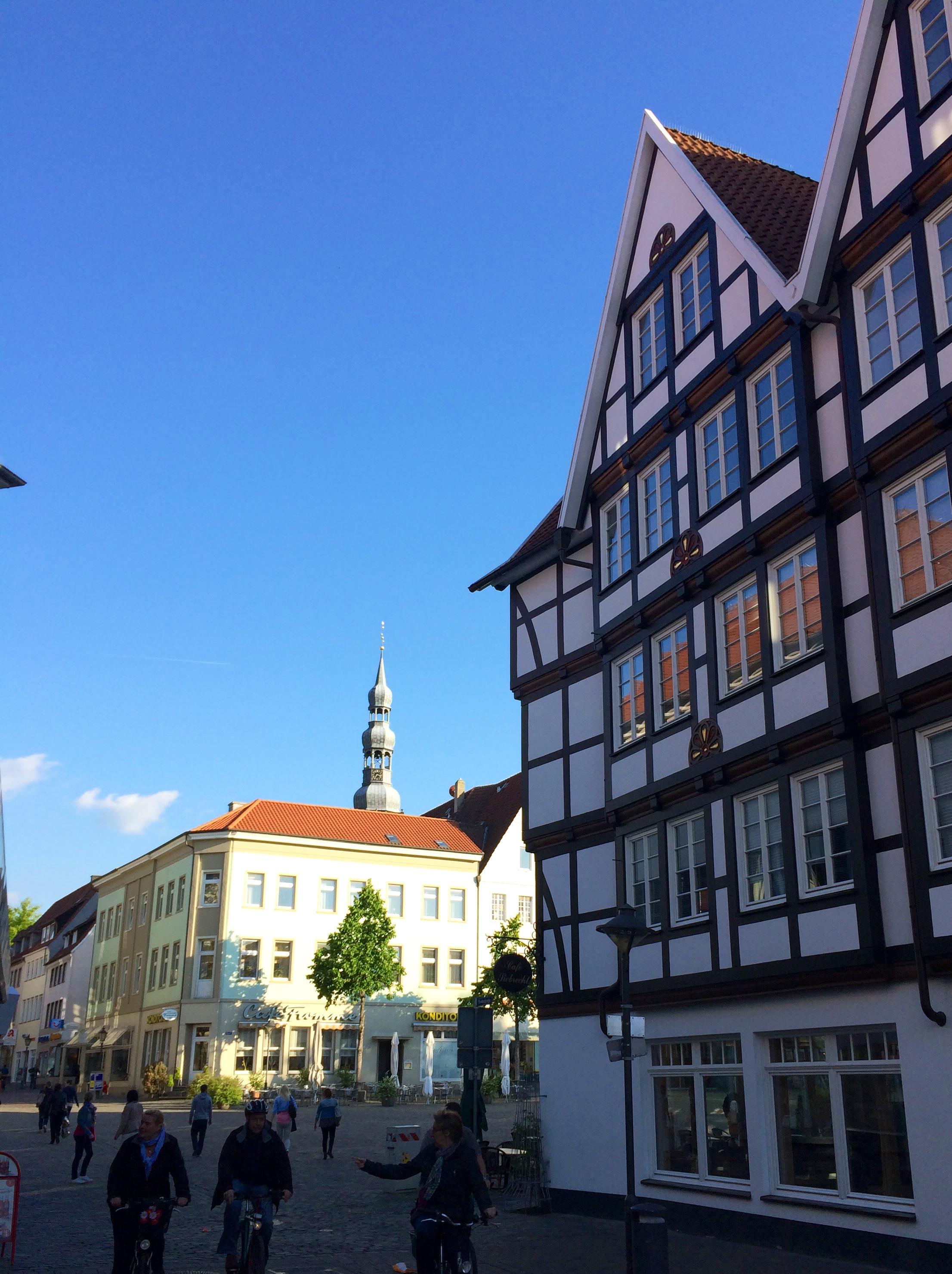 Innenstadt mit der schönen Altstadt am Marktplatz von Soest mit Häuserfronten