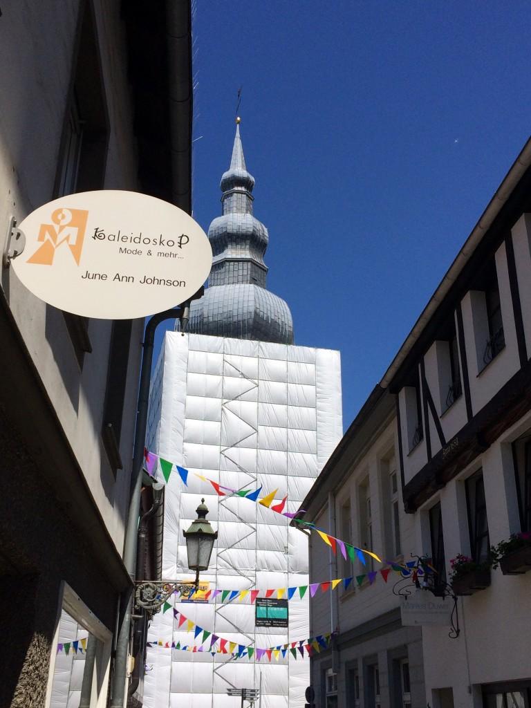 Rathausplatz-Festival Kirche Lippstadt verpackt