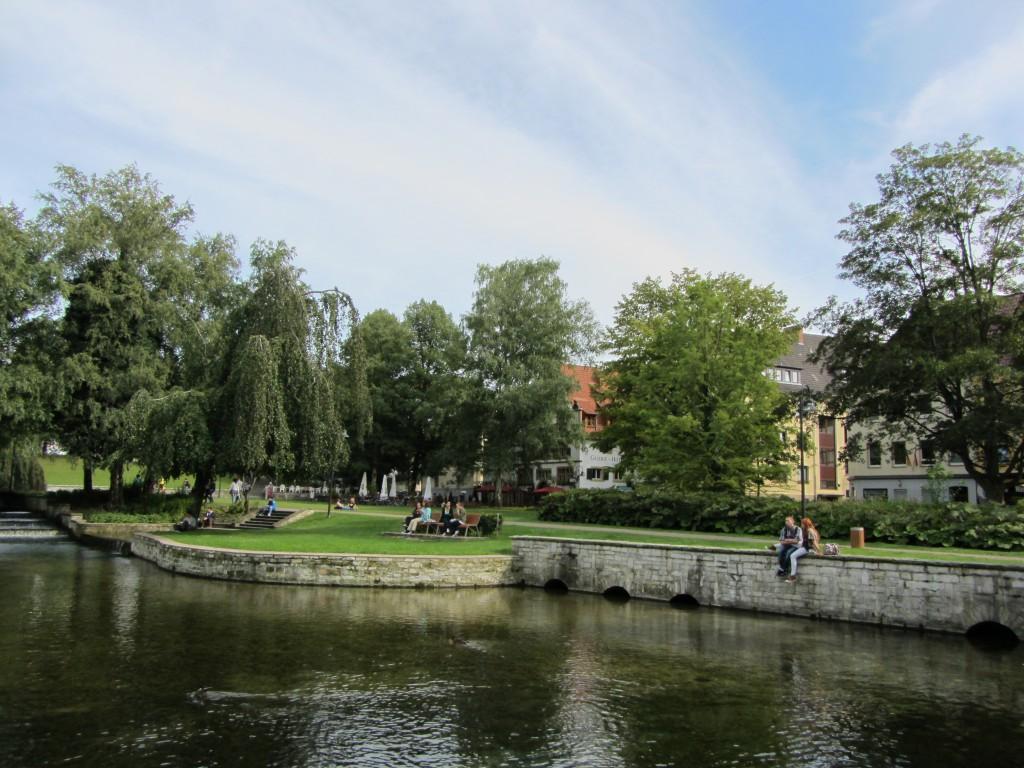 Paderborn Paderquelle mit Mauer Hotel