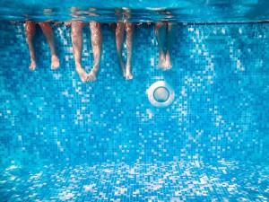 (Kateryna Mostova/Shutterstock.com) Schwimmbad für Urlauber in der Umgebung