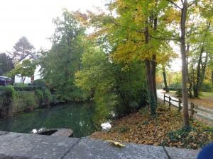 Ein Platz zum Ausschau halten nach den Enten des Entenrennens am Ende des verkaufsoffenen Sonntags in Lippstadt