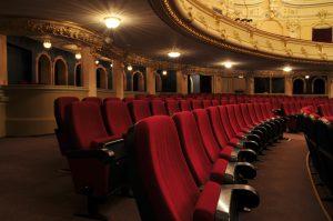 (strelka/Shutterstock.com) Theater - Unterhaltung für Hotelgäste bei Lippstadt