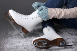 (Africa Studio/Shutterstock.com) Schlittschuhlaufen in der Nähe von Lippstädt - Haus Stallmeister