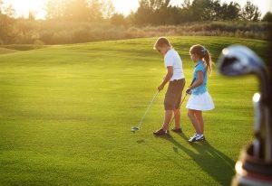 (Dasha_Petrenko/Shutterstock.com) Golfspaß für Groß und Klein in Lippstadt