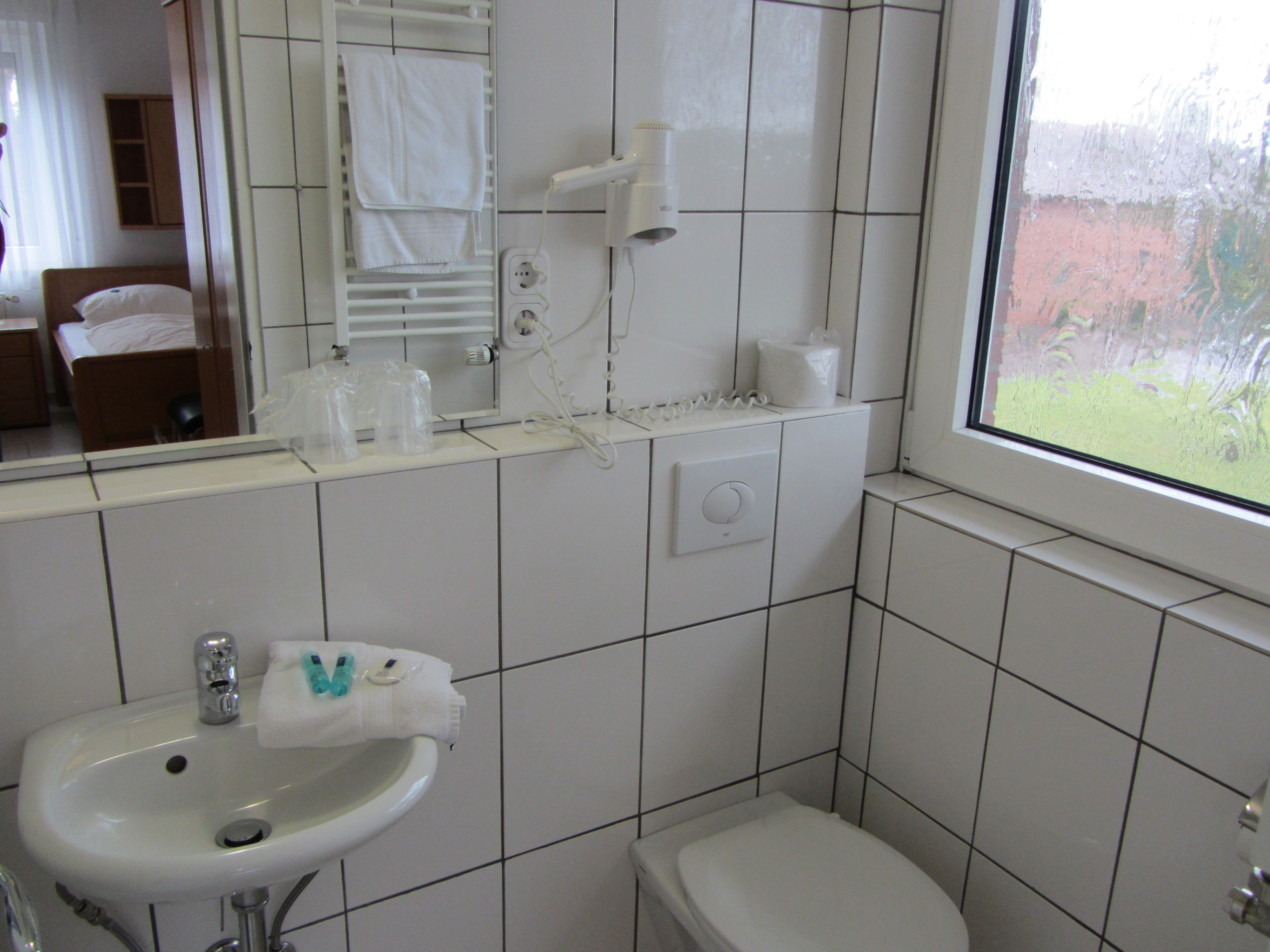 Doppelzimmer mit eigenem Bad - Damit Sie nicht mehr Schlange stehen müssen