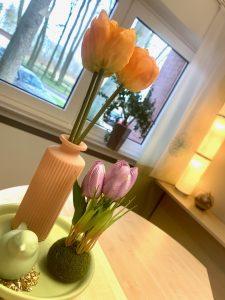 Frühlingsdekoration Vase Blumen Vogel Hotel Haus Stallmeister Lippstadt 2