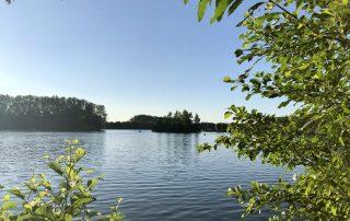 See in der Nähe des Hotels, blauer Himmel in Lippstadt